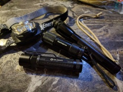 maglite-2aa-led-hf-cheapie-3aaa-led-olight-s20r-energizer-headlamp1